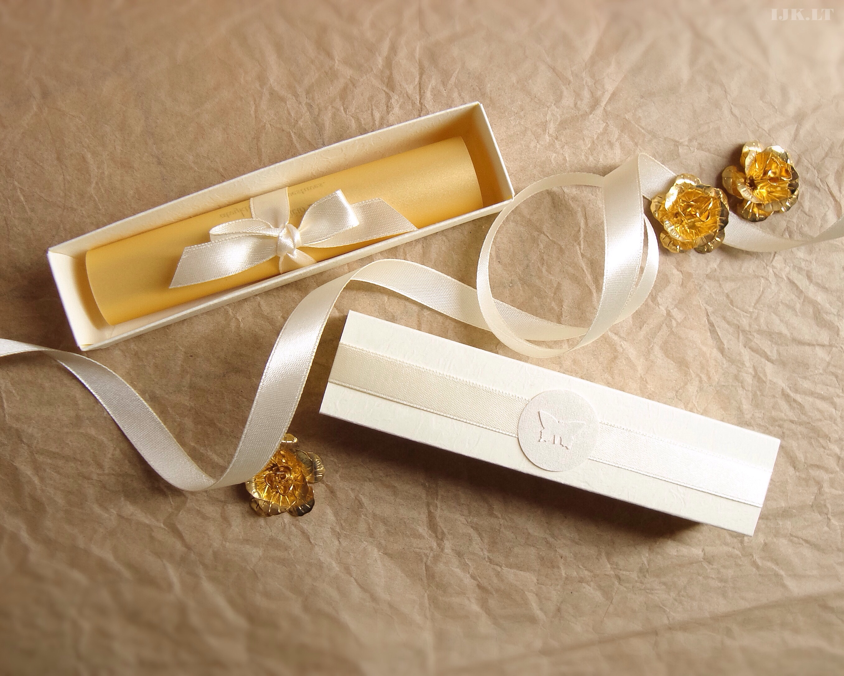 Wedding invitation, box, ivoryo, gold, butterfly, scrolled